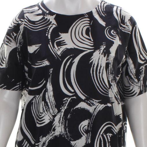 Studio lang zwart vest met rode strepen op zijkant