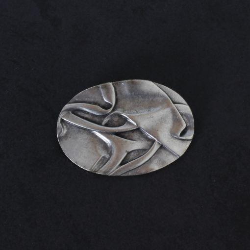 Hevi ovalen broche met relief