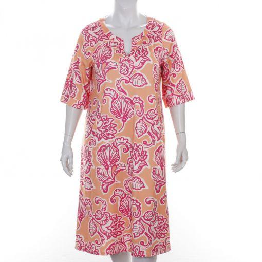 Chris Size abrikoos travel jurk met wit roze print model Brenda