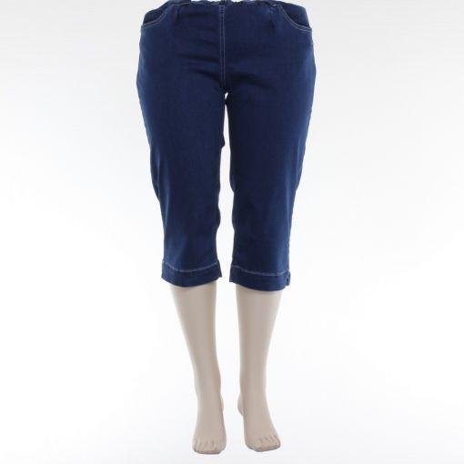 Laurie capri jeans model Lydia