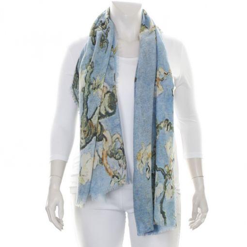 Lichtblauwe shawl met bloemenprint