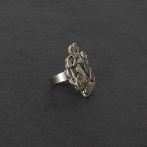 Hevi ring met relief